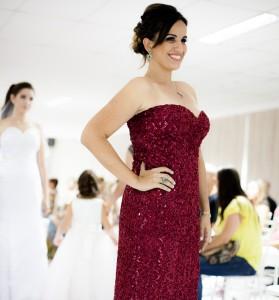 A modelo Camila Menchini receberá a faixa de Miss Orquídea 2014