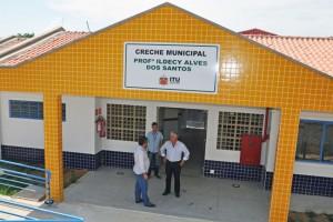Prefeito Tuíze e vice Neto Beluci vistoriam detalhes finais das obras da nova creche na Vila Guitti