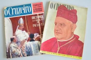 Exemplares da revista O Cruzeiro sobre a eleição dos Papas Paulo VI e João XXIII