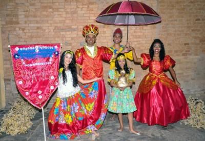 Cortejo de Maracatu sai da Fábrica São Luiz e segue pelo eixo histórico apresentando um passeio encantador pela cultura brasileira