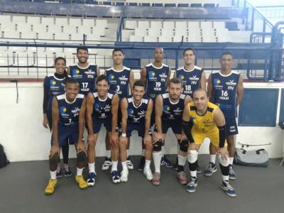 Equipe masculina de vôlei, que venceu as duas primeiras partidas, nos Jogos Regionais do Interior.