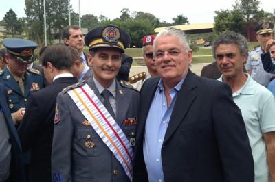 O prefeito de Itu, Antonio Tuíze, junto ao novo comandante do Corpo de Bombeiros do Estado de São Paulo, coronel Rogério Bernardes Duarte.