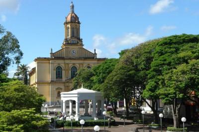 Praça Padre Miguel, a conhecida Praça da Matriz, receberá o tradicional corte do bolo ao meio-dia desta terça-feira