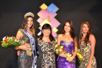 A primeira-dama e presidente do Fundo Social, Zélia Vaccari Gomes, acompanhada da Miss Itu 2016, Bárbara Costa, e da segunda e terceira colocadas do concurso, Letícia Lima e Luana Ferreira, respectivamente.