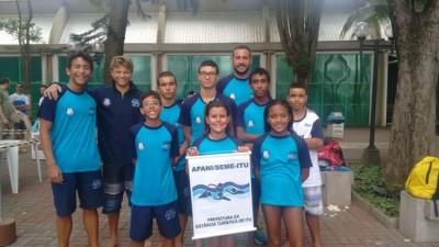 FOTO: Equipe ituana de natação que competiu em Limeira