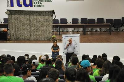 O prefeito Antonio Tuíze e a secretária de Meio Ambiente Patrícia Otero participaram de atividade oferecida no Dia Mundial da Água
