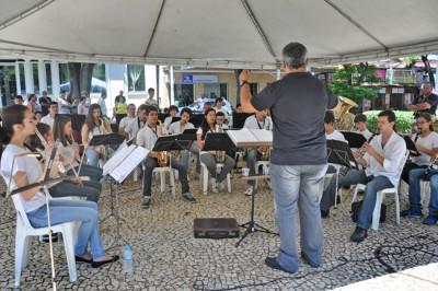 Banda Lira ReinVento durante apresentação realizado na Praça Padre Miguel (Matriz).