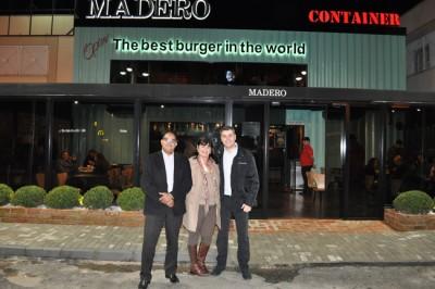Primeira-dama Zélia acompanhada do superintendente do Road Shopping, Genildo Ferreira, e do diretor de operações do Grupo Madero, Rafael Mello