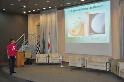 O médico mastologista Márcio Antonio Elias Leonardi durante palestra na empresa Brasil Kirin