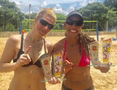 As vencedoras da categoria de duplas femininas: Kédma e Mari, representando Guarulhos e São Bernardo