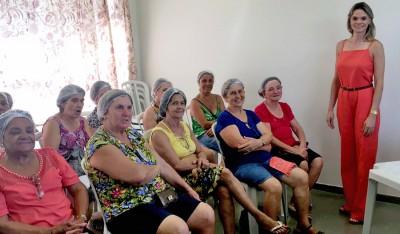 "A aula de ""Máscaras Naturais e Exercícios Faciais"" será ministrada pela fisioterapeuta Flávia Gaiane"