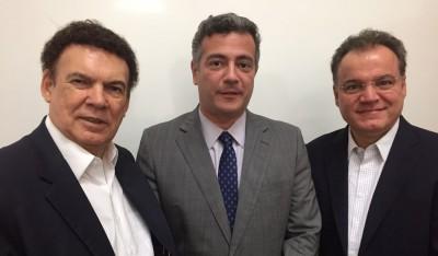O deputado Campos Machado, o prefeito Guilherme e o chefe da Casa Civil, Samuel Moreira