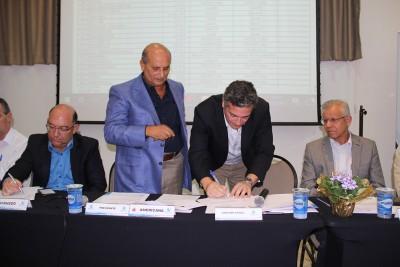 Prefeito de Itu durante assinatura de protocolo de intenção de adesão, ocorrida nesta quinta-feira