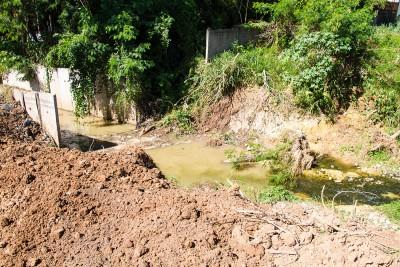 Trecho inacabado das obras de canalização dos córregos urbanos em Itu