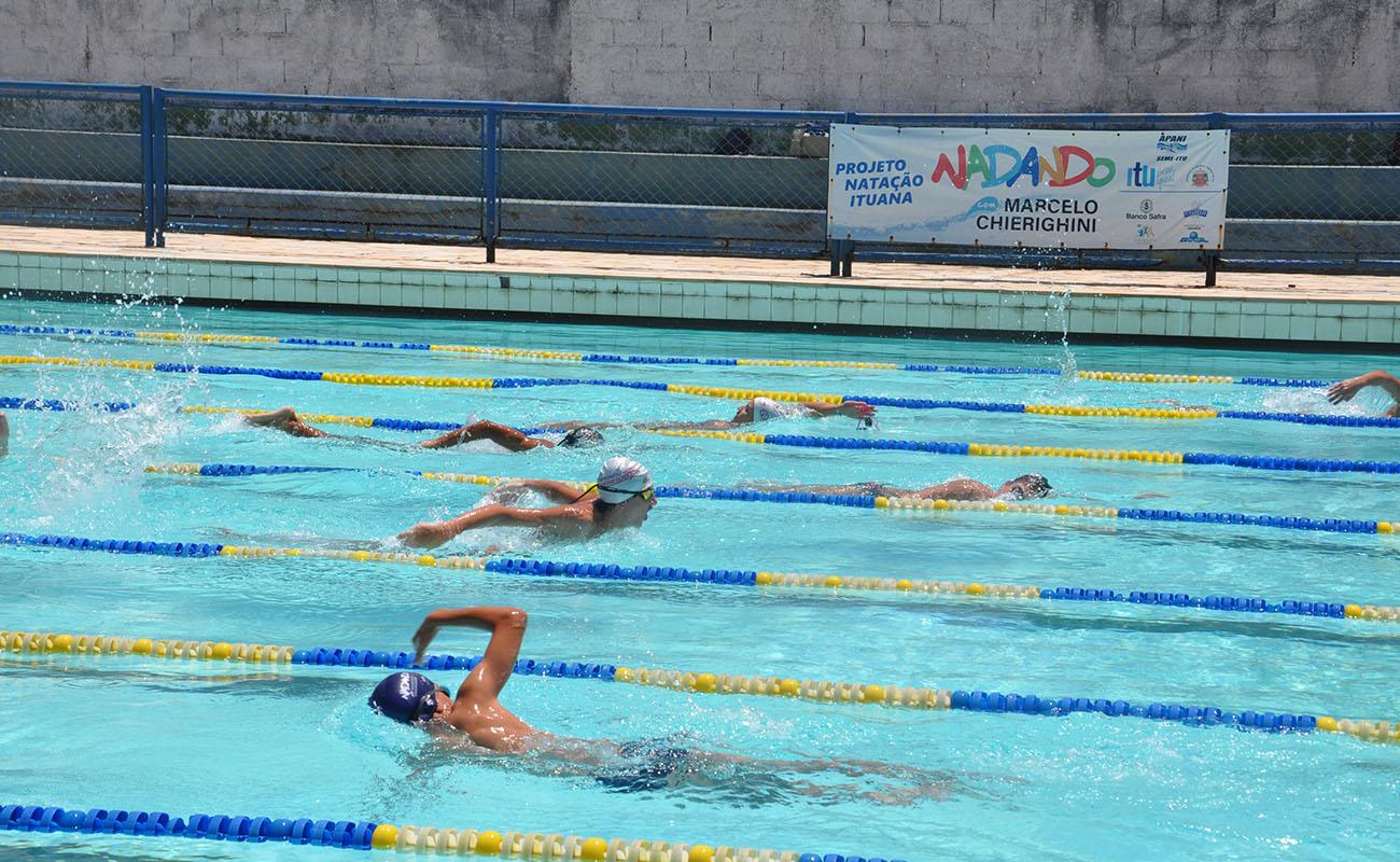47318573f Entrega de certificados a alunos do projeto Nadando com Marcelo Chierighini  ocorre nesta semana